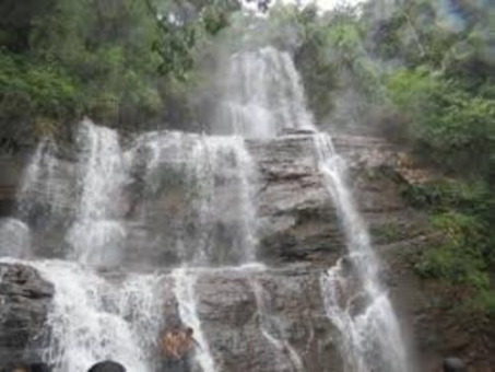 Jhari Waterfalls, Chikmagalur City Darshan Cab.cabsrental.in